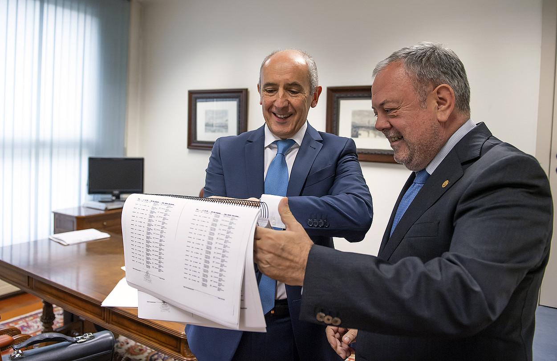Josu Erkoreka eta Pedro Azpiazu, atzoko Gobernu Kontseiluaren ondoren. ©MIKEL ARRAZOLA / IREKIA