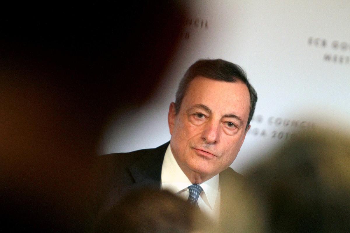 Mario Draghi EBZ Europako Banku Zentraleko presidentearen agerraldia, erakundeko gobernu kontseiluak atzo Rigan (Letonia) egindako bileraren ondoren. ©VALDA KALNINA / EFE
