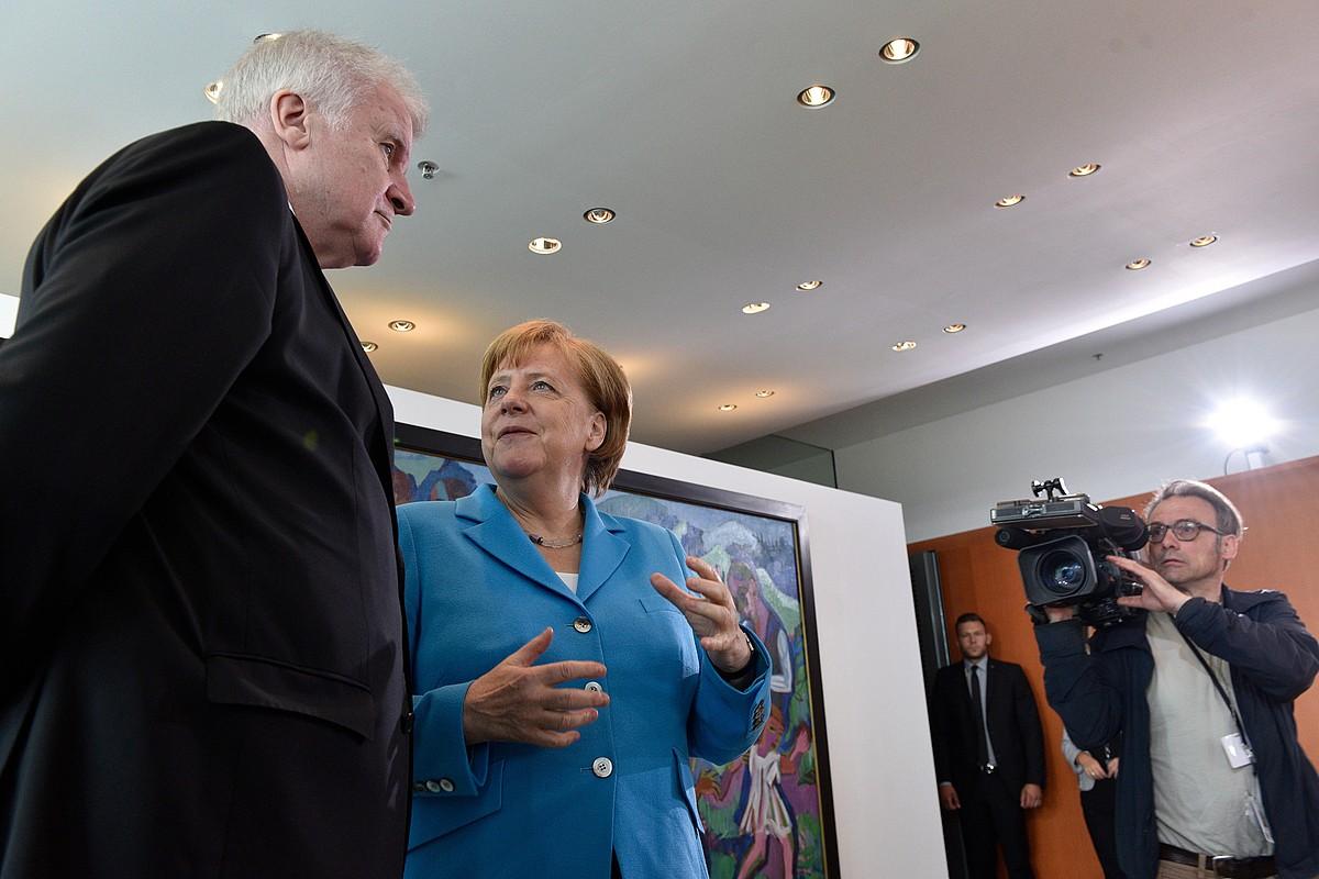 Seehofer Alemaniako Barne ministroa eta Merkel kantzilerra, herenegun. ©EFE