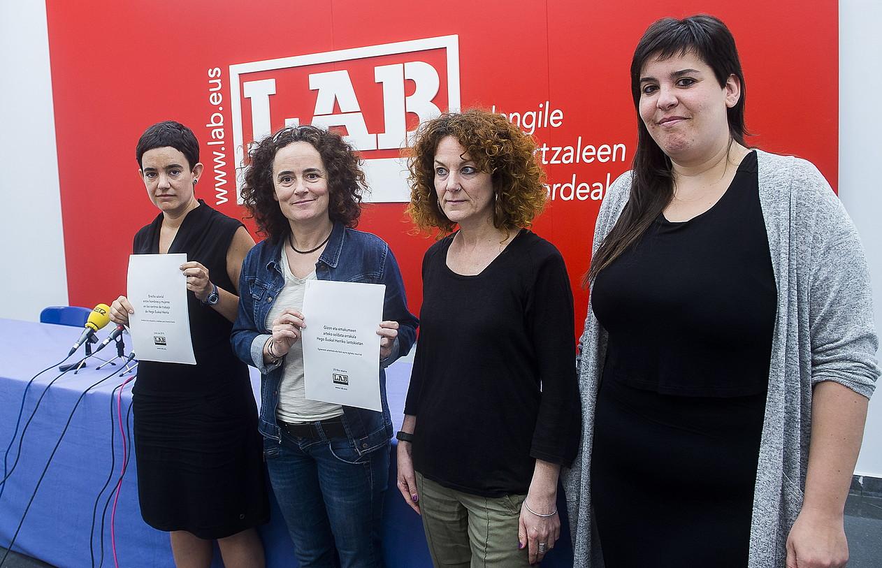 LABeko idazkaritza feministako kideak, atzo, Bilboko egoitzan.