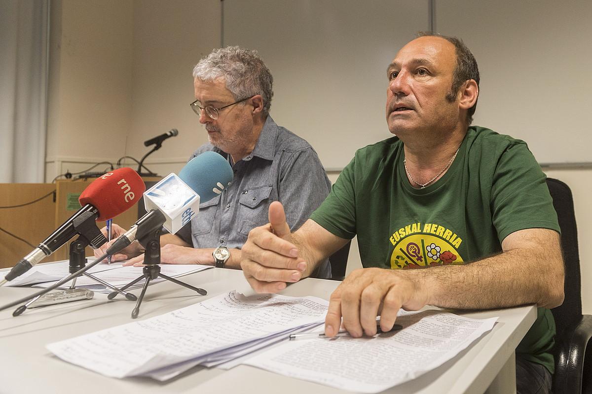 Adolfo Muñoz eta Jean Noel Etxeberri <em>Txetx</em>, atzo, Gasteizen.