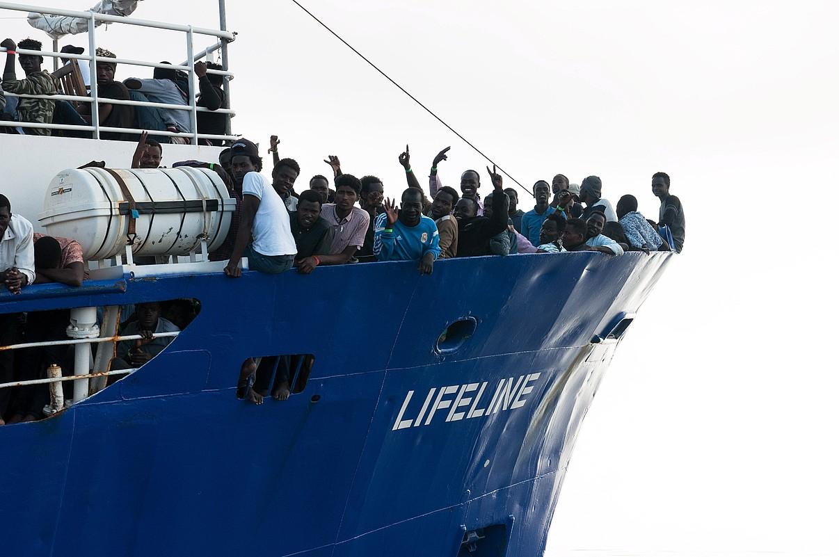 <em>Lifeline</em> GKEaren barkuan 224 iheslari daude, Libia iparraldean erreskataturikoak. &copy;HERMINE POSCHMANN / EFE