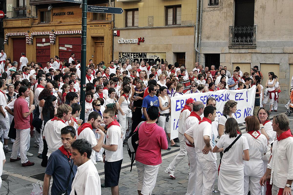 Nagore Laffageren hilketa salatzeko mugimendu feministak deituta egindako lehen mobilizazioa, 2008ko uztailaren 10ean.