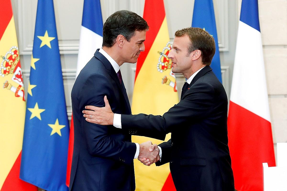 Pedro Sanchez eta Emmanuel Macron, atzo, Eliseoan, Parisen. ©CHEMA MOYA / EFE