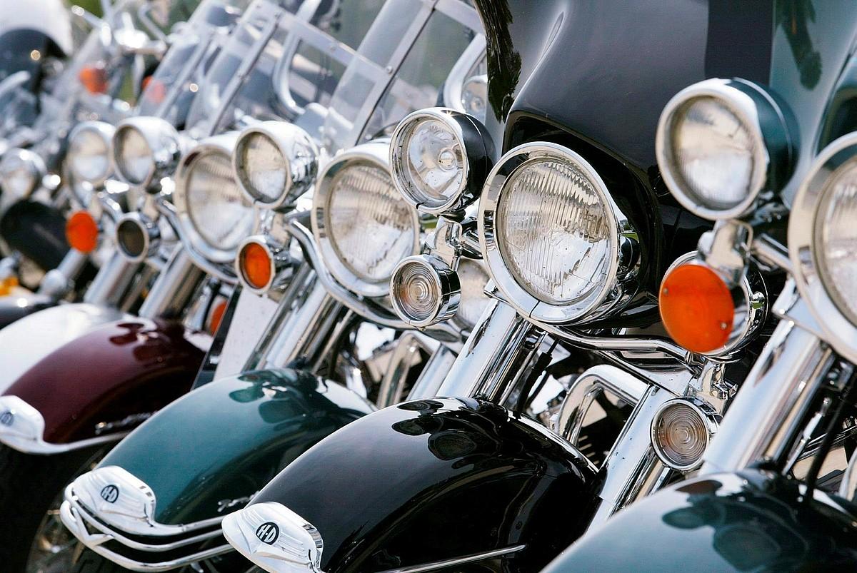Harley Davidson motorren ilara, Milwaukeeko arte museoan, artxiboko irudi batean.