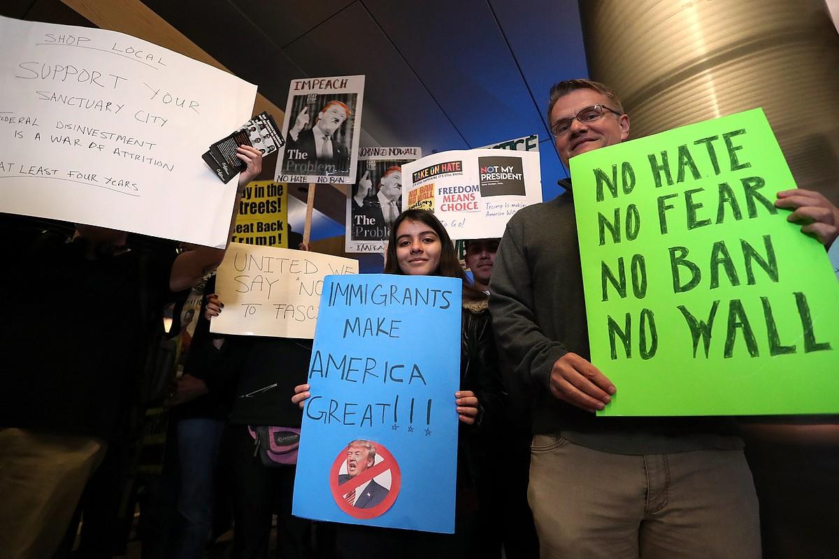 Iaz Trumpek ezarri nahi izan zuen lehen beto saiakeraren aurka Los Angelesen egindako protesta.