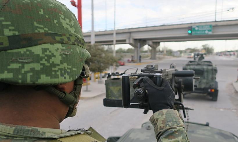 Mexikoko armadako soldaduak Reynosako kaleetan, herrialdearen iparraldean. ©MARTI QUINTANA / EFE