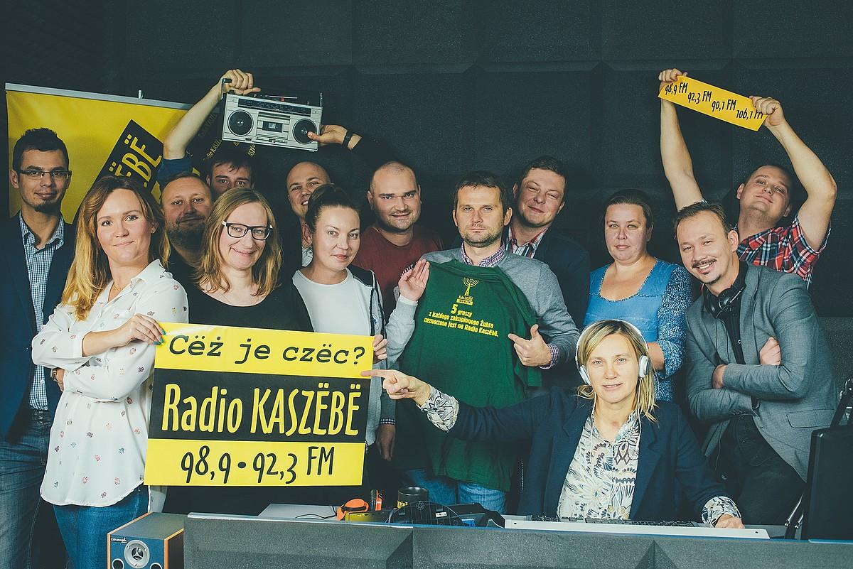 Radio Kaszebe irratiko kideak. Programazioaren erdia kaxubieraz egiten dute. / SYLWESTER CISZEK
