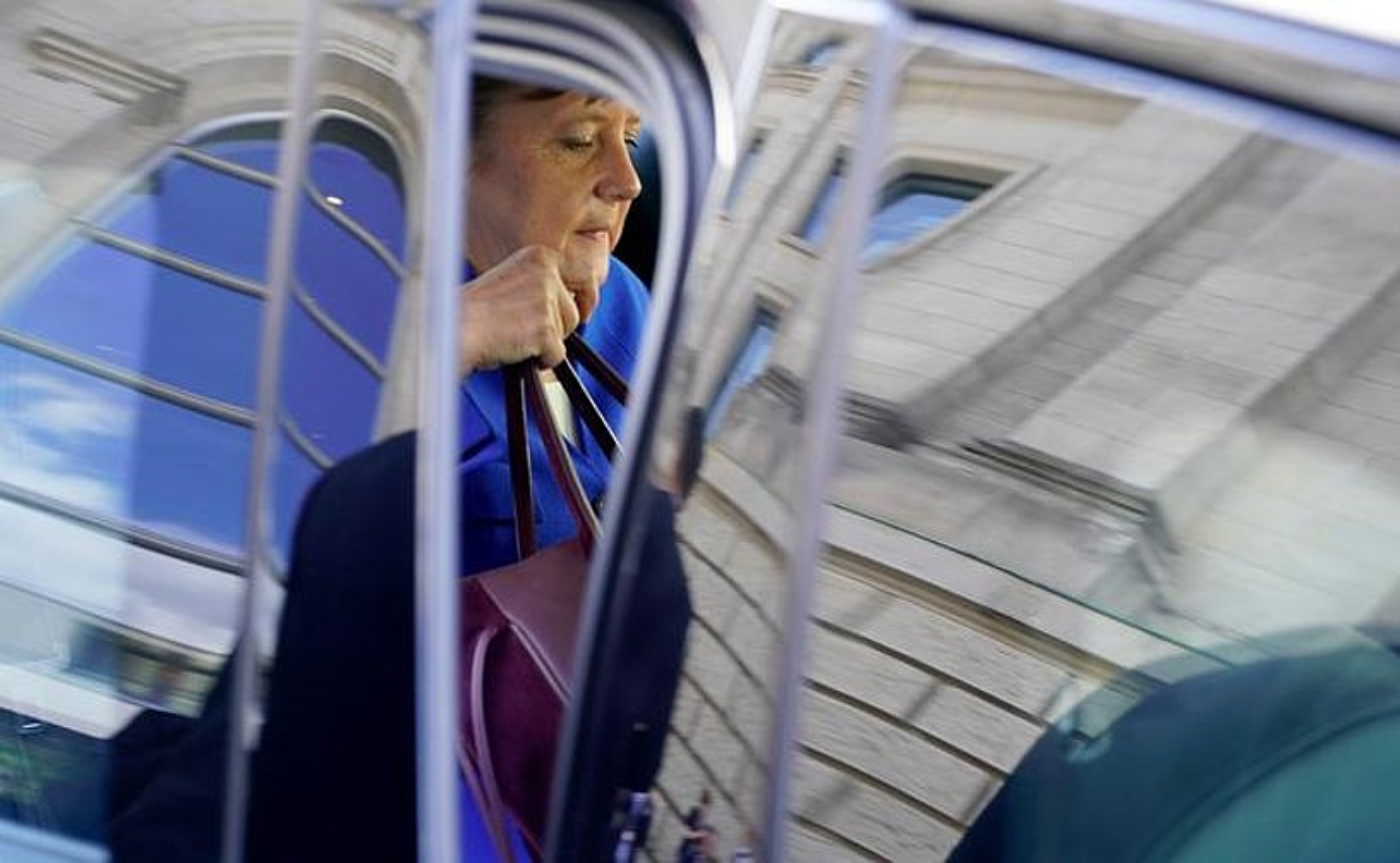 Angela Merkel Alemaniako kantzilerra, atzo, parlamentutik atera ostean. ©ALEXANDER BECHER / EFE