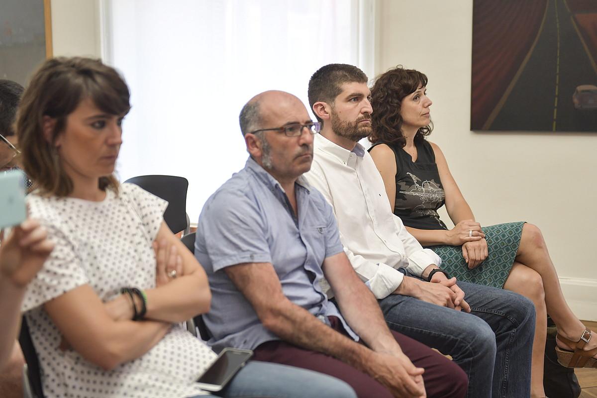 Udal gobernuko kideak, Joseba Asiron alkateak herenegun eginiko agerraldian.