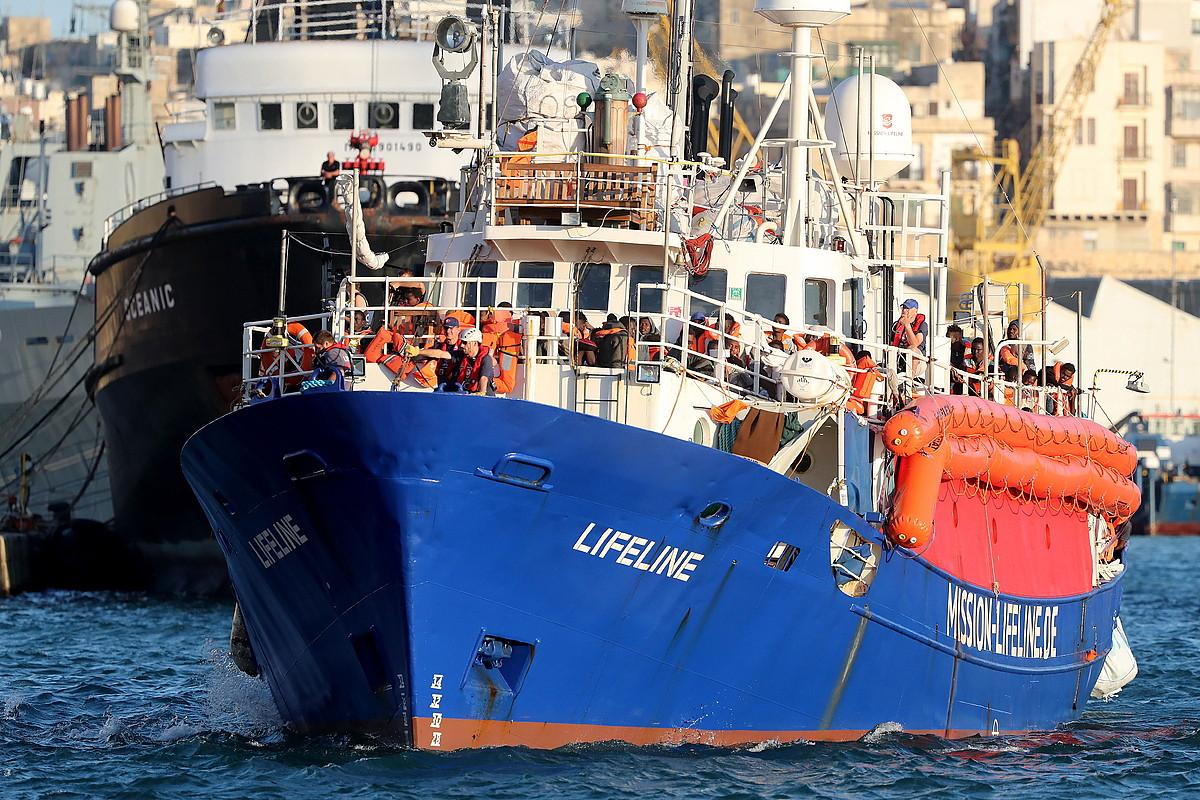 <em>Lifeline</em> ontzia, Valletako portuan sartzen ekainaren 27an. ©DOMENIC AQUILINA / EFE