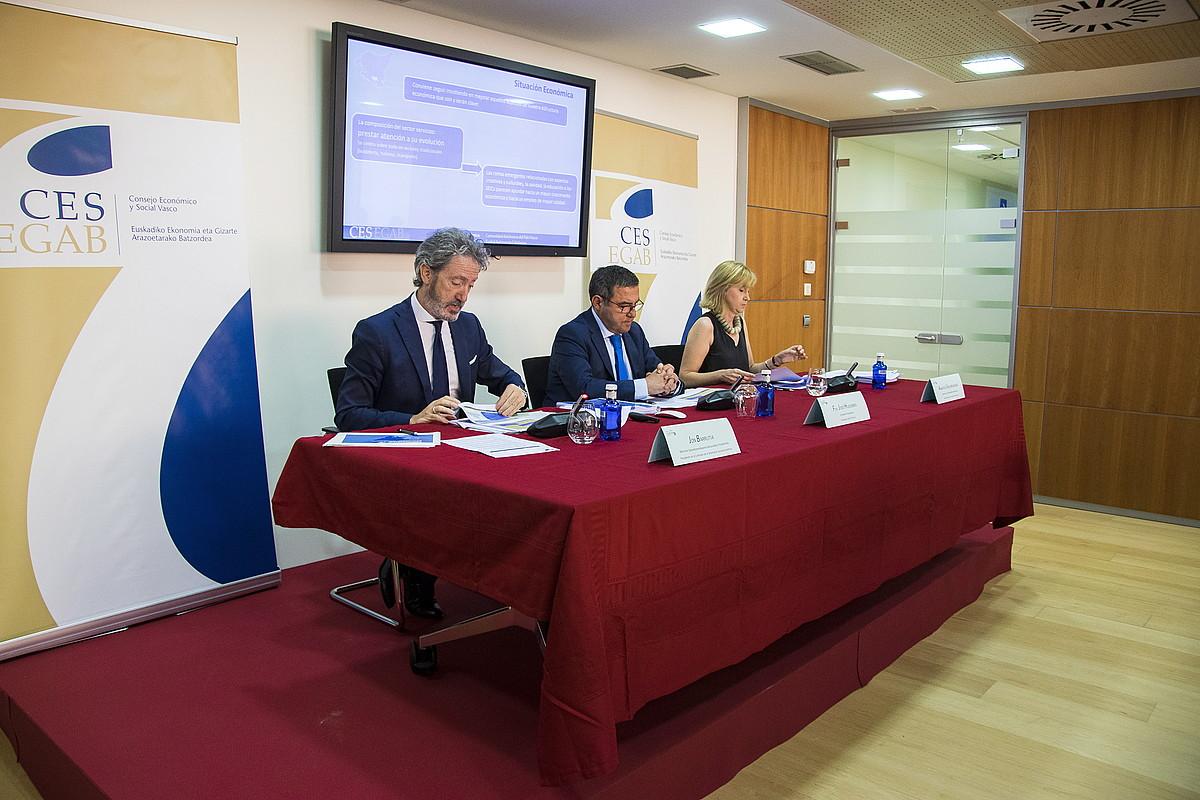 KESeko ordezkariak, atzo: Jon Barrutia, Francisco Jose Huidobro eta Arantza Unzurrunzaga. ©JUNE PRIETO / FOKU