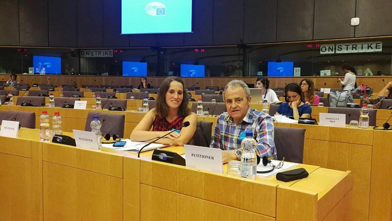Martxoak 3 elkarteko Nerea Martinez eta Andoni Txasko, Europako Parlamentuan, atzo.