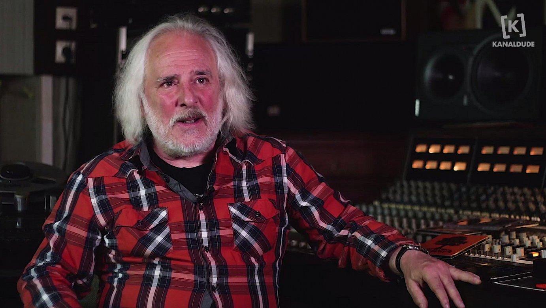 Besteak beste, Niko Etxart musikaria elkarrizketatu dute <em>Esker 1000</em> dokumentalean.
