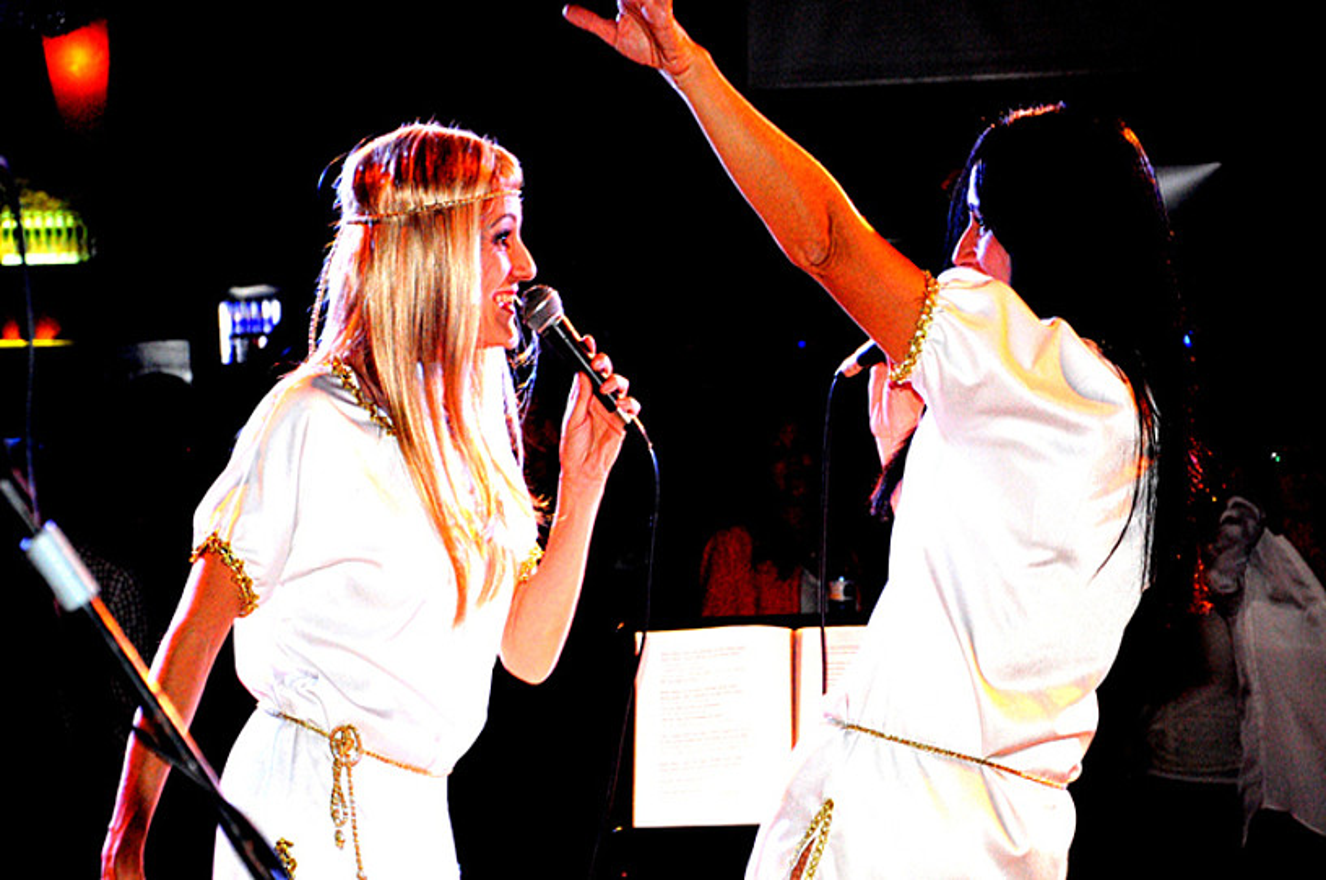ABBA The New Experience taldea igoko da Gazteluko plazako oholtzara.