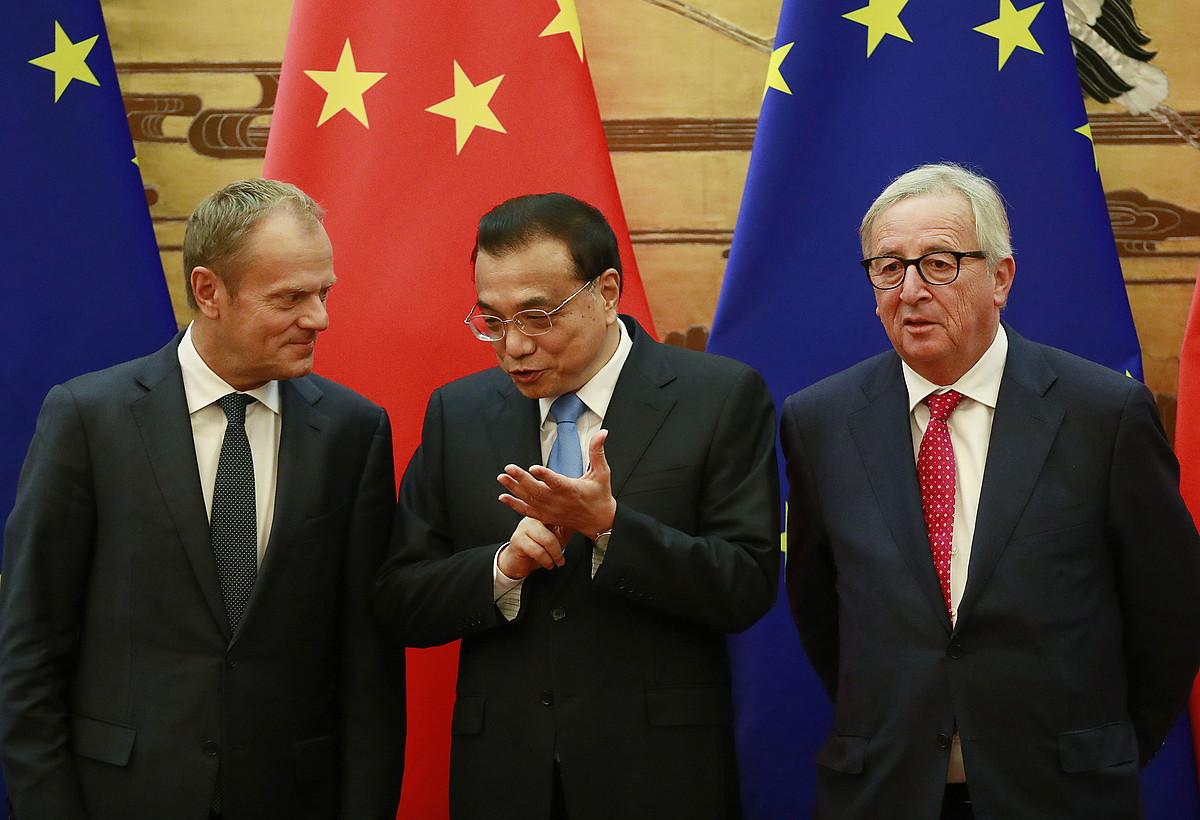 Donald Tusk, Li Keqiang eta Jean-Claude Juncker, atzo, Pekingo goi bileran.