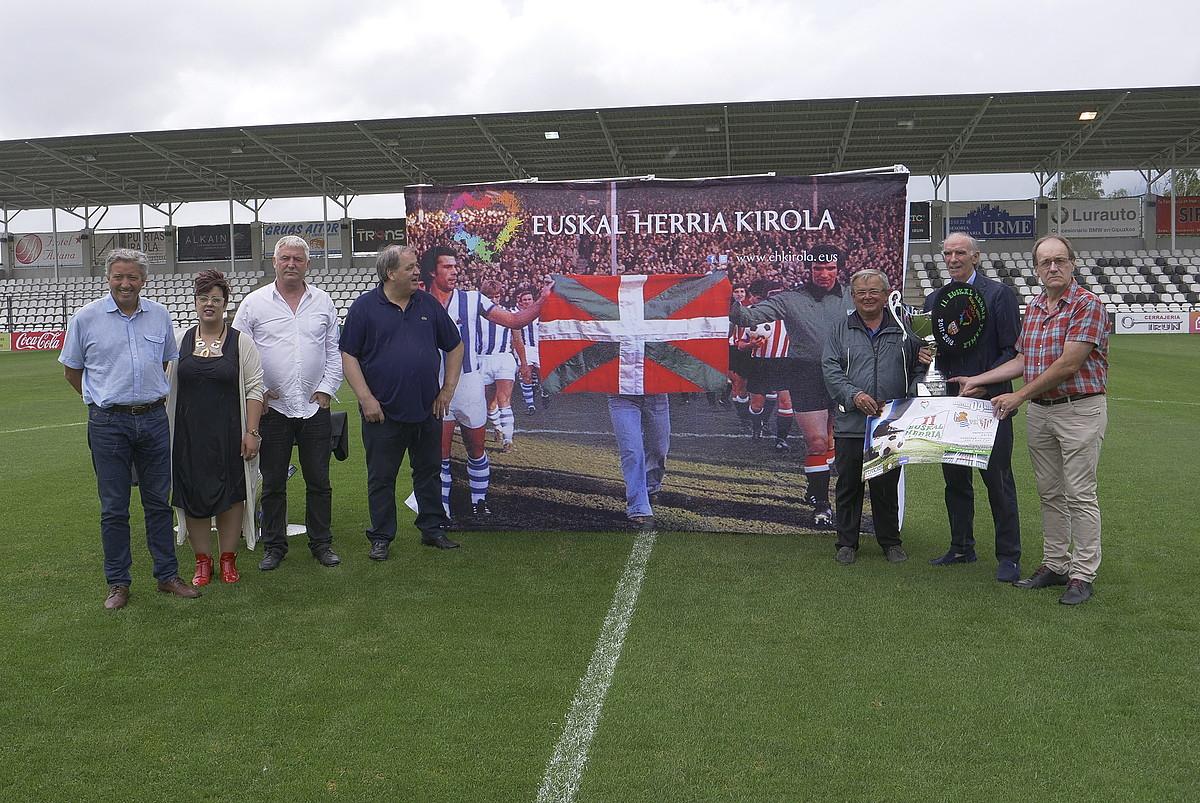 Euskal Herria Kopako finalaren aurkezpena, atzo, Gal estadioan. ©GOTZON ARANBURU / FOKU