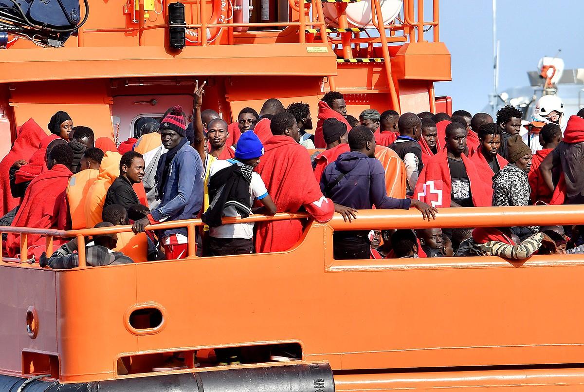 98 migratzaile Espainiako portu batean lehorreratzen, artxiboko irudi batean.