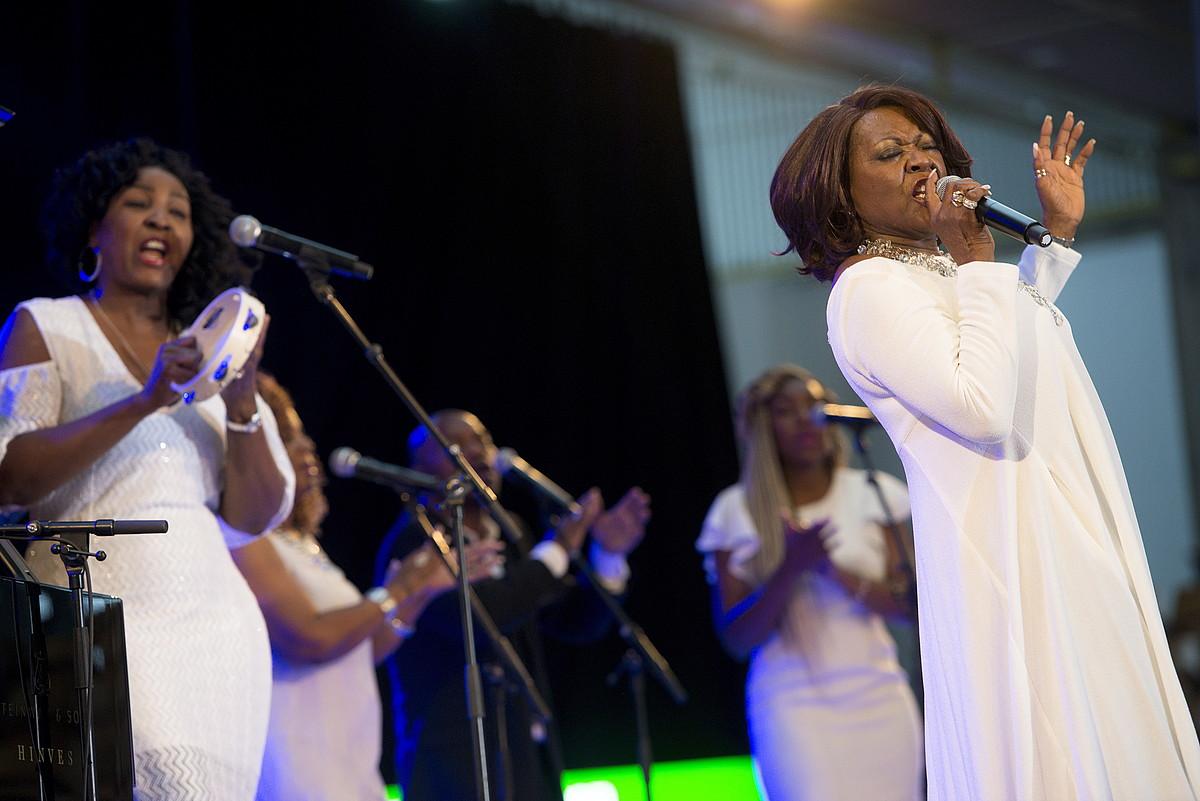 Leanne Faine buru duen gospel taldea, Mendizorrotzan. ©RAUL BOGAJO / FOKU