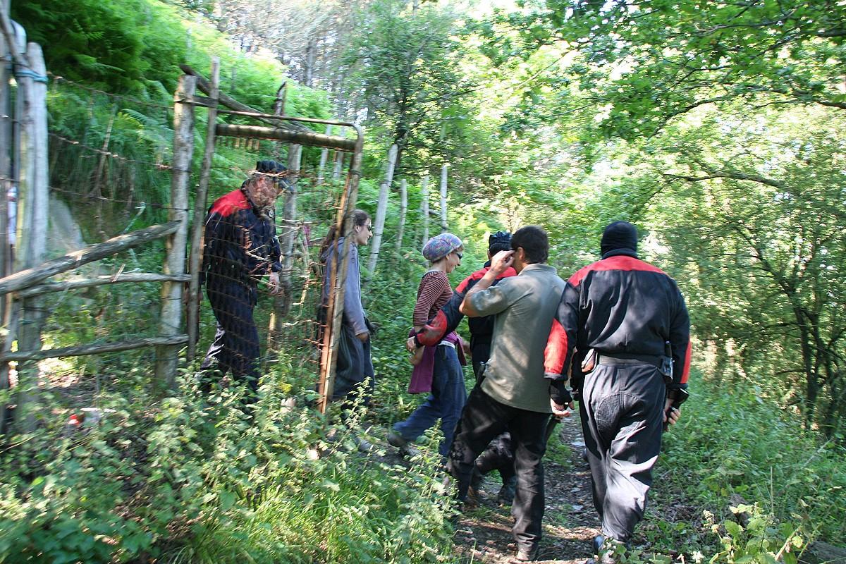 2010eko uztailean meategietan itxi ziren ekintzaileak atxilotuta eraman zituztenekoa. ©BERRIIA