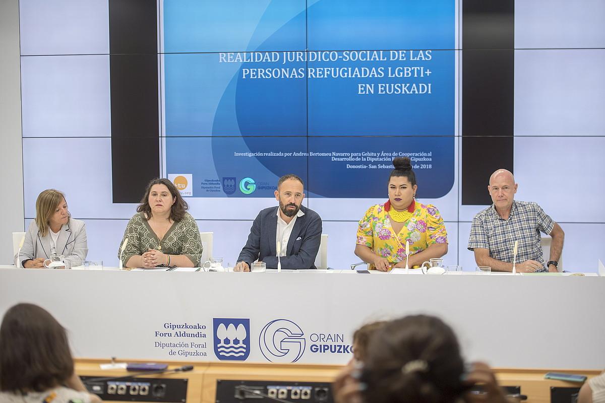 Miren Gallastegi, Aintzane Muguruza, Denis Itxaso, Fergie Baraorra eta Iñigo Lamarca, txostenaren aurkezpenean. ©GORKA RUBIO / FOKU