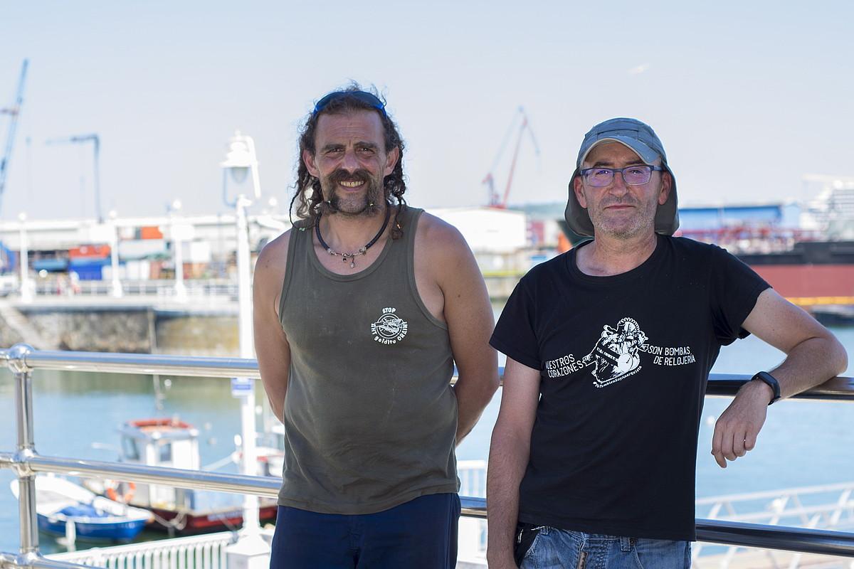Jesus Perez Huertas eta Pedro Perez Martin, atzo, Santurtziko portuan. ©JUNE PRIETO / FOKU