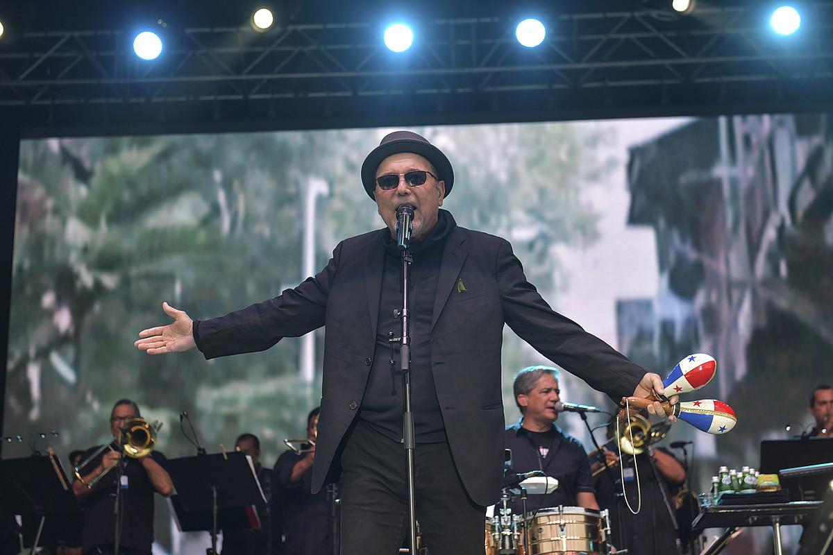 Zurriola hondartzako agertokian aritu zen Ruben Blades musikari panamarra atzo iluntzean, Donostiako 53. Jazzaldian. ©IDOIA ZABALETA / FOKU