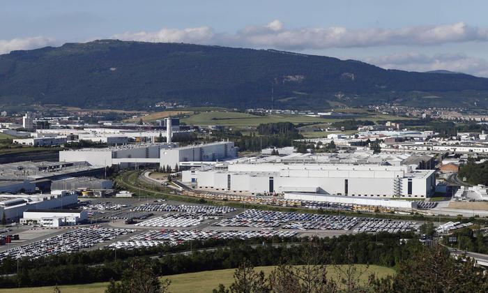 Landabengo industrialdea, Iruñean, eta lehen planoan, Volkswagenen lantokia. ©JESUS DIGES / EFE