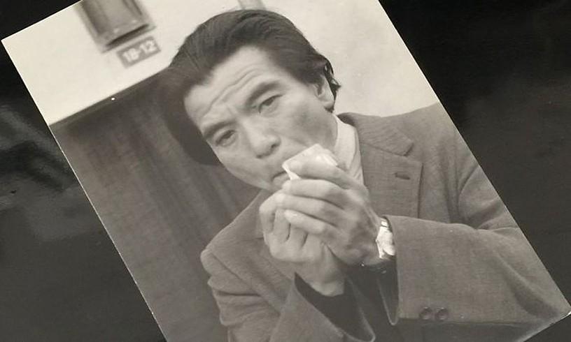 Tadayoshi Himeda (1928-2013) zinemagile japoniarra, datatu gabeko argazkian.