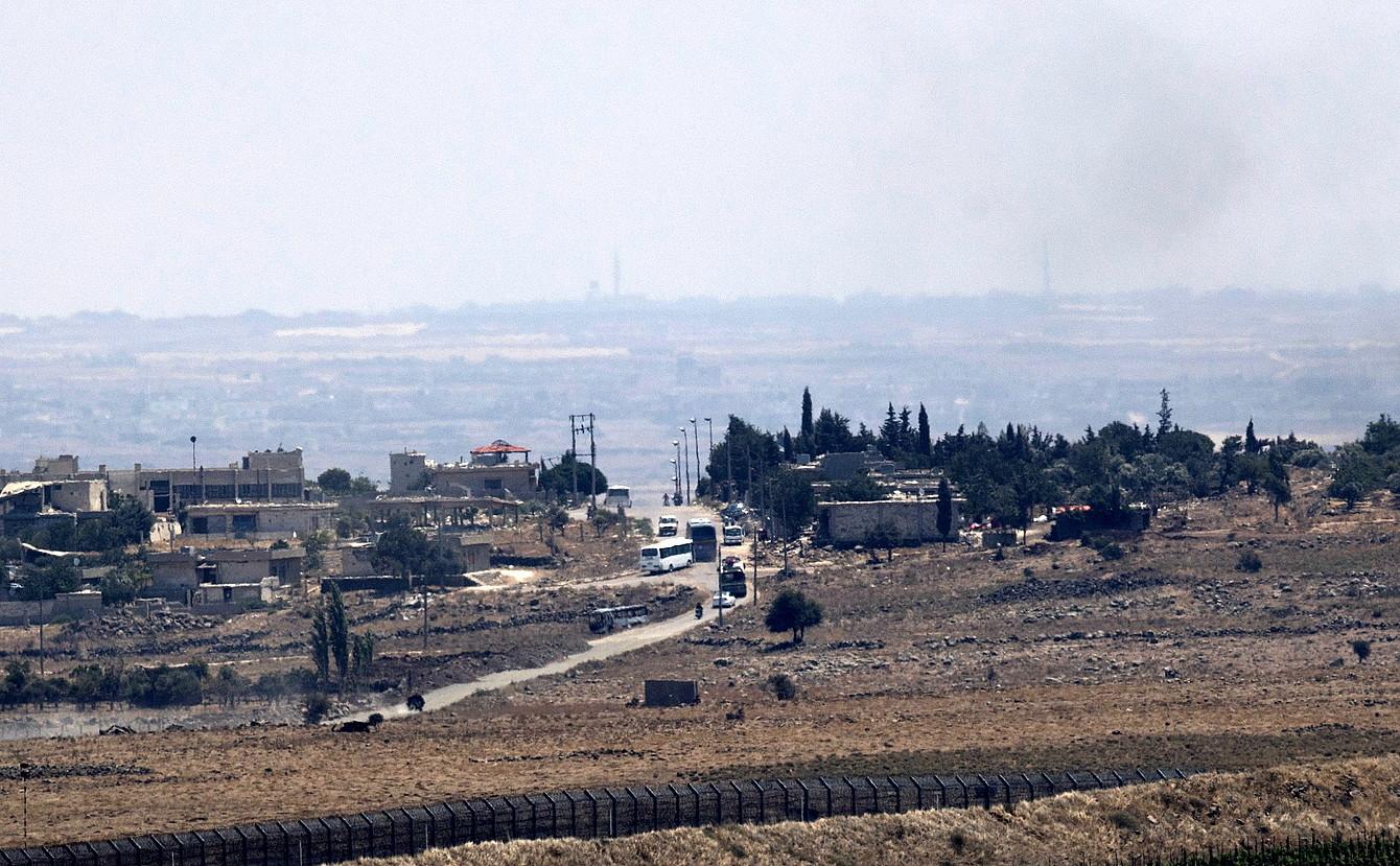 Al-Quneitra hirian zeuden matxino islamistak autobusetan atera zituzten.