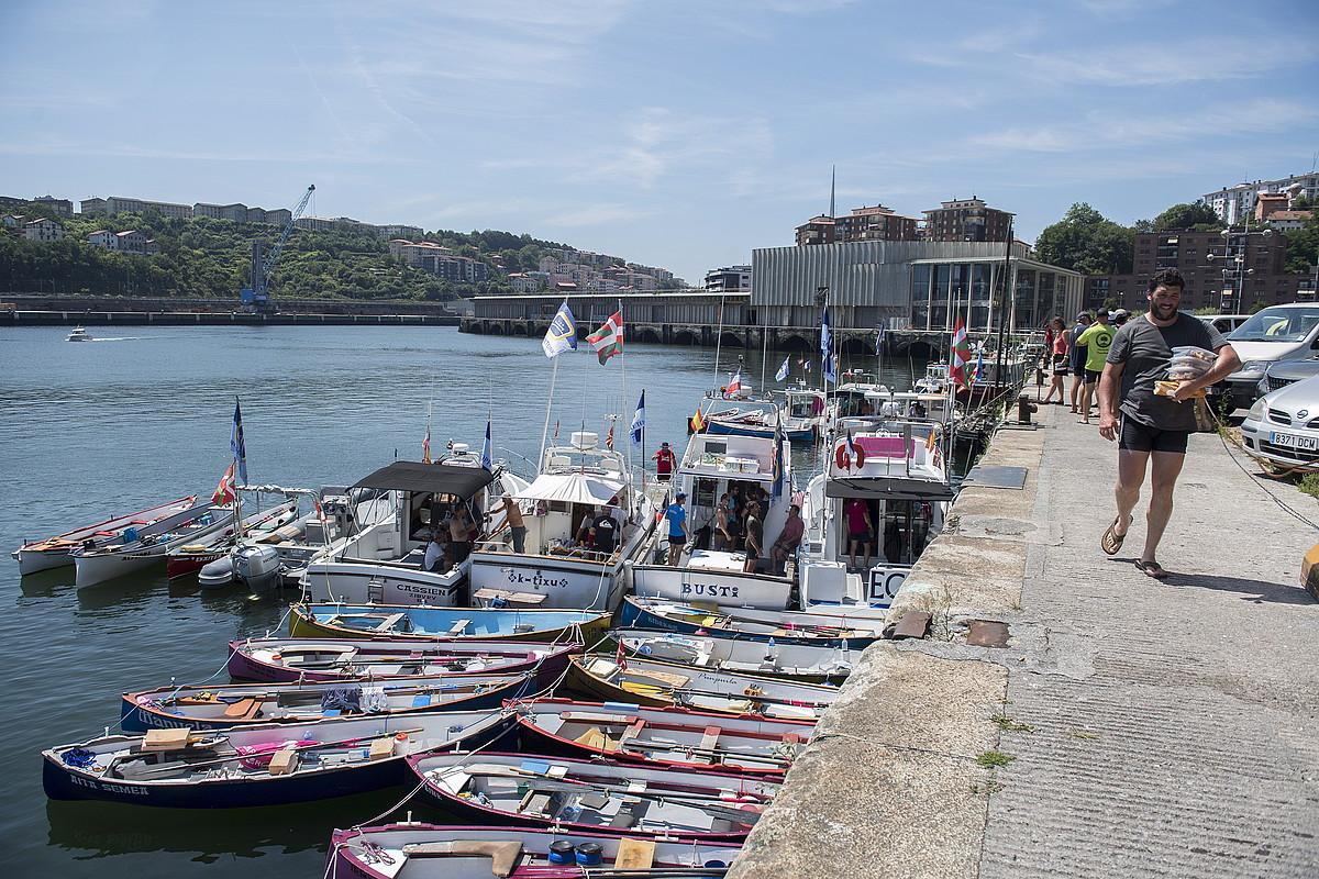 Azken-aurreneko etapan, Oriotik Pasaiara joan ziren. Irudian, batelikuak Pasaiako portuan kairatuta.