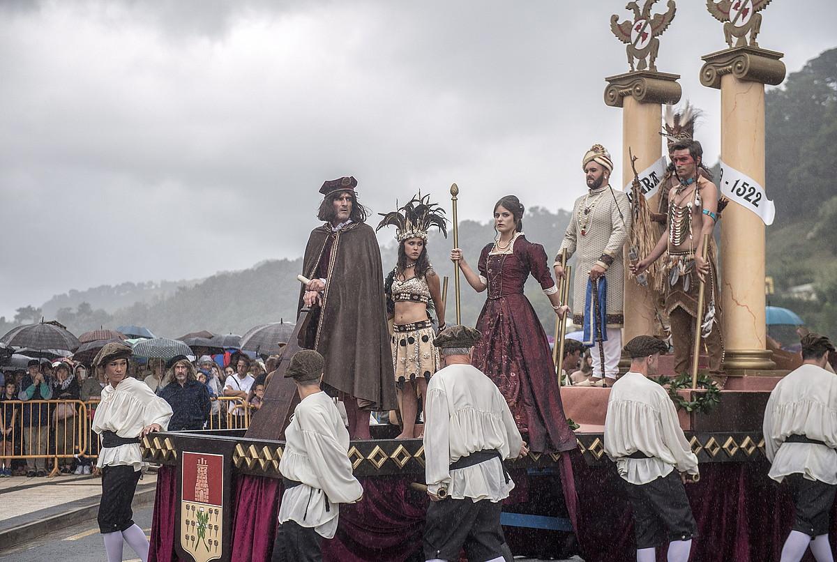 Emakumeek aukera izan dute aurtengo antzezpenean pertsonaia gehiago jokatzeko, tartean lantzadunak. ©GORKA RUBIO / FOKU