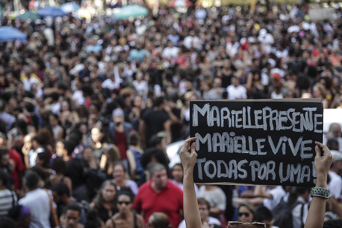 Marielle Franco, giza eskubideen ekintzailearen hilketaren kontrako elkarretaratzean, martxoan, Rio de Janeiron. ©ANTONIO LACERDA / EFE