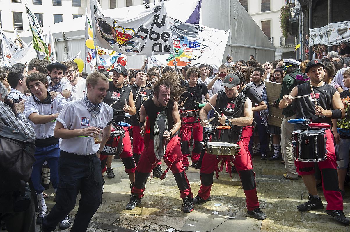 Laudioko jaien hasiera, herriko plazan, duela lau urte. ©LUIS JAUREGIALTZO / FOKU