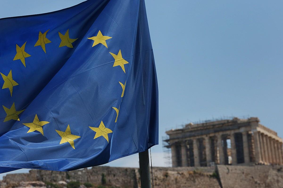 Europako Batasunaren bandera bat, Atenasen. ©ORESTIS PANAGIOTU / EFE