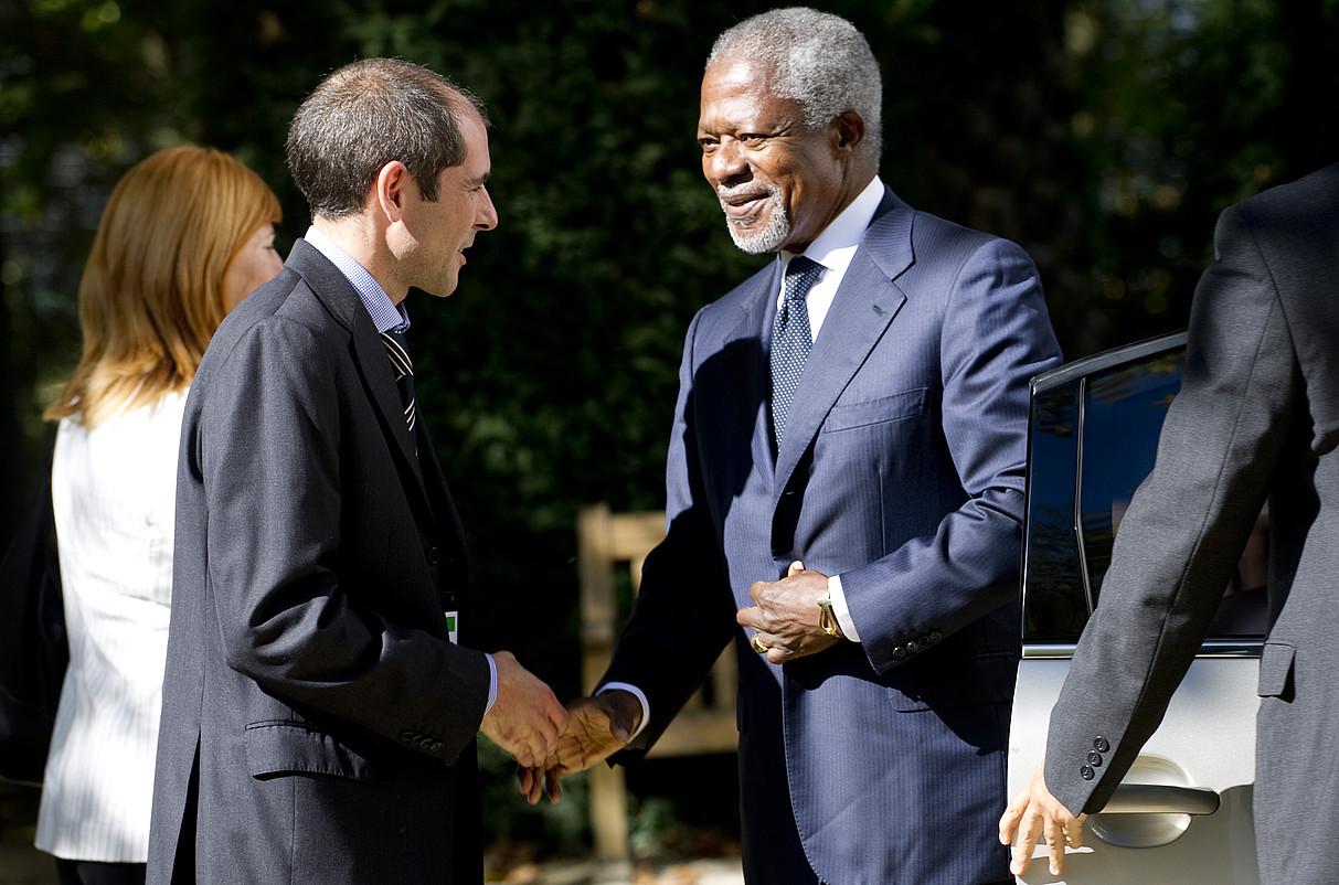 Paul Rios eta Kofi Annan, Aieteko Jauregian, 2011n. ©RAUL BOGAJO / FOKU