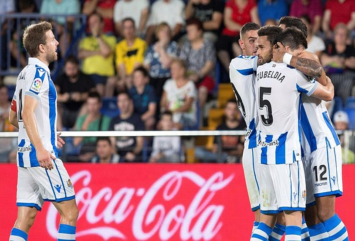 Realeko jokalariak, Willian Josek sartutako gola ospatzen, partidako lehena. ©DOMENECH CASTELLO / EFE