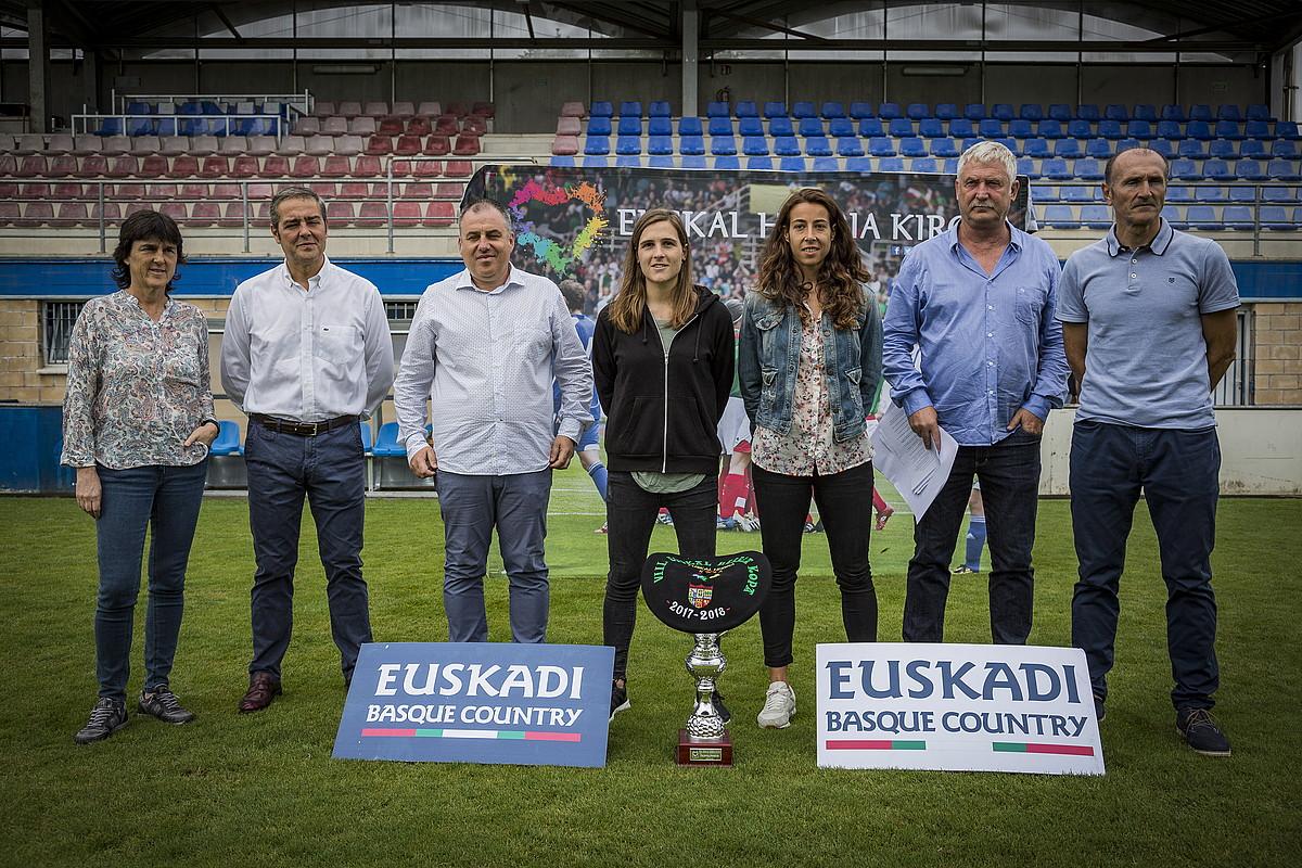 Jokalari eta antolatzaileak, finalaren aurkezpen ekitaldian. ©ENDIKA PORTILLO / FOKU