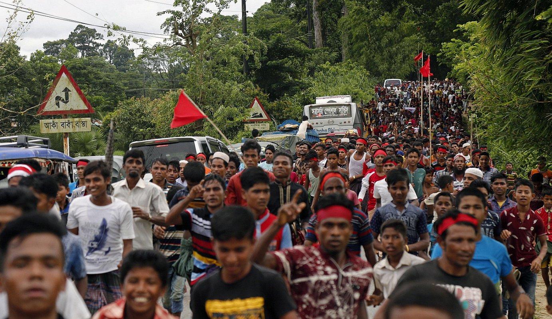 Bangladesh hego-ekialdeko Cox's Bazar hirian manifestatu ziren atzo milaka rohingya, exodoaren hasieraren lehen urteurrenean, «justizia» eske. ©MONIRUL ALAM / EFE