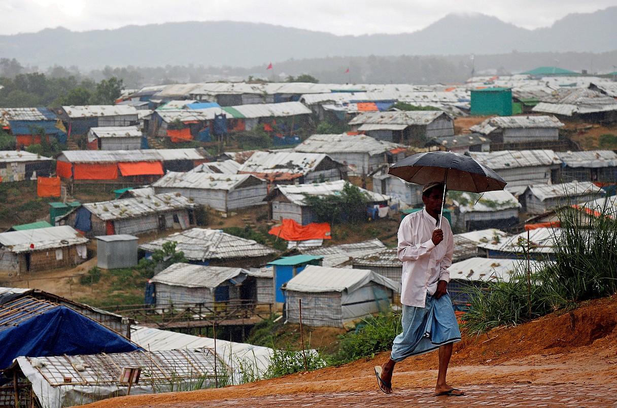 Rohingya bat errefuxiatuen kanpaleku batean, atzo, Bangladeshko Cox's Bazar hiriaren kanpoaldean.