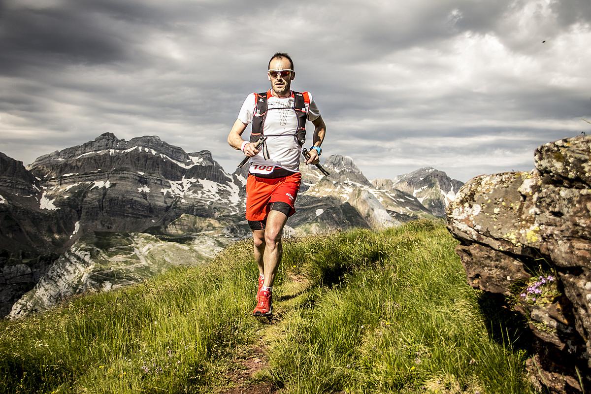 Iker Karrera ahalegin betean, 2016ko UTMB Mont Blanceko Ultra Trailean.