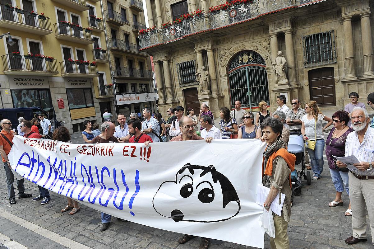 Duela bi urteko protesta bat Iruñeko Udaletxe plazan, ETB3ren seinalea Nafarroara zabaltzearen alde.