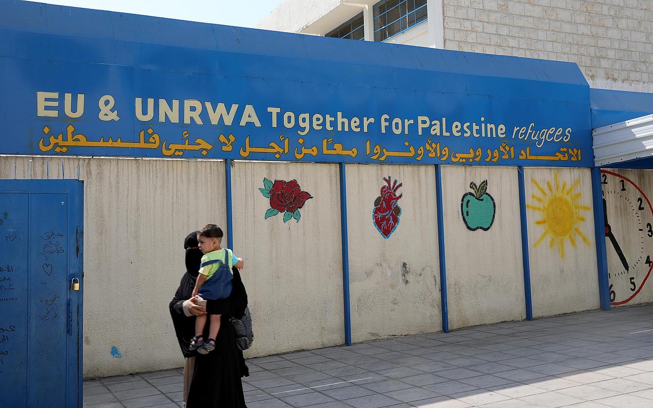 UNRWA erakundearen ospitale bat, al-Wehdateko errefuxiatuen gunean, Ammanen, Jordanian.
