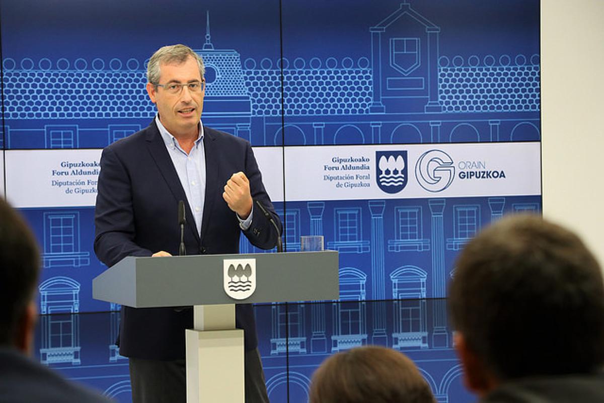 Markel Olano Gipuzkoako ahaldun nagusia, atzo, Donostian, foru gobernuaren bileraren osteko agerraldian.
