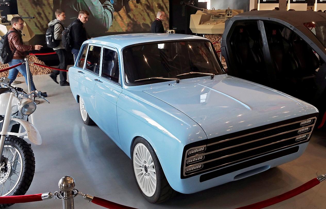 Kalaxnikoven CV-1 auto elektrikoaren prototipoa, Moskun abuztuan egindako azoka militarrean.