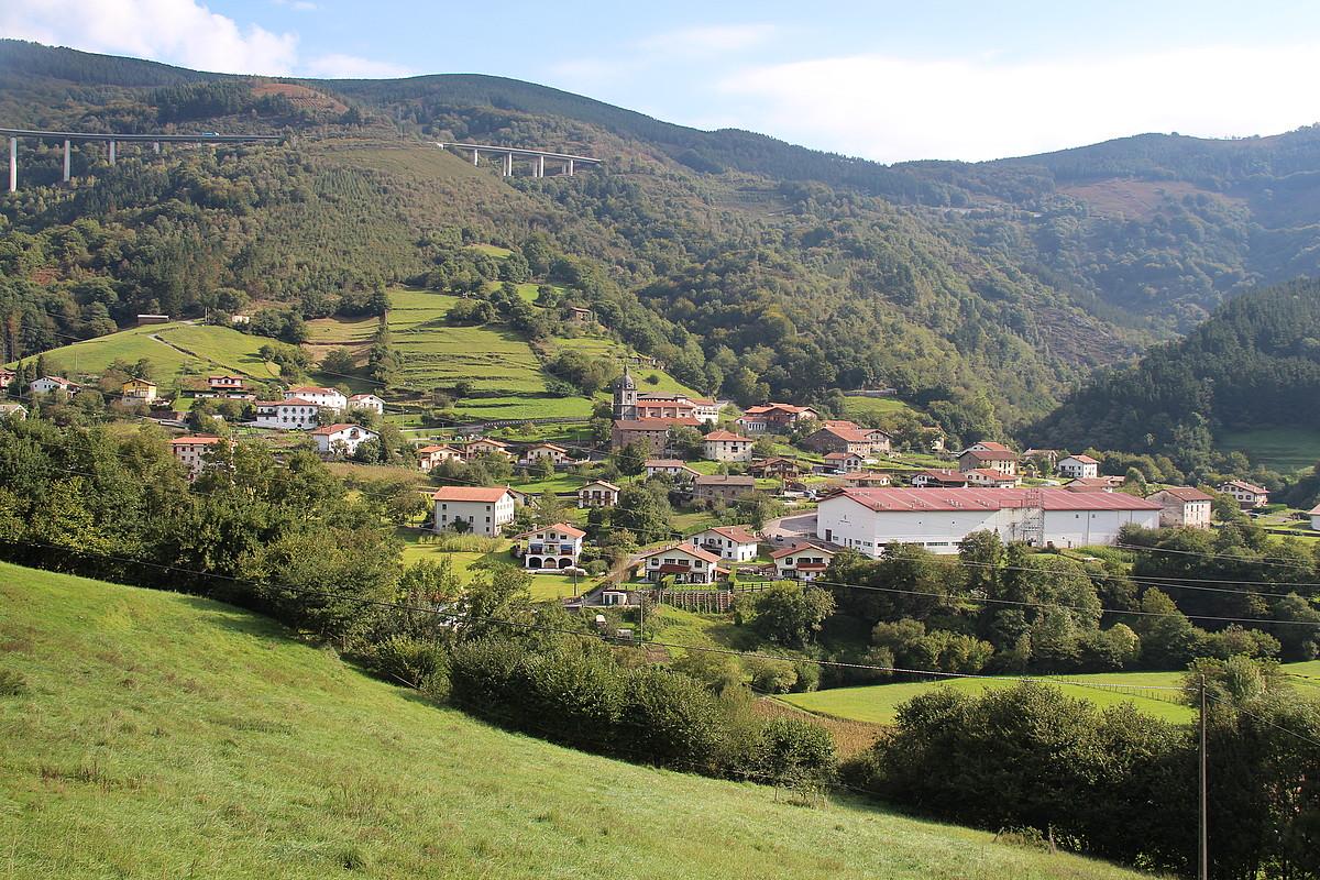 Hirigintzak udalerri askotan izan du eragina euskararen egoeran. Irudian, Elduain.