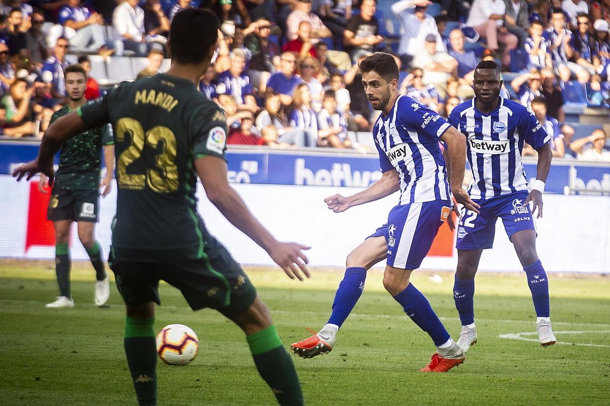 Ruben Sobrino, pase bat ematen, Betisen aurka. ©JAZKI FONTANEDA / FOKU
