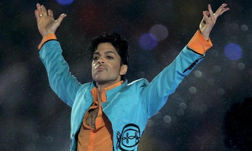 Prince, 2007ko otsailaren 4an, Miamin, AEBetako Super Bowleko finalaren atsedenaldiko agerraldian.