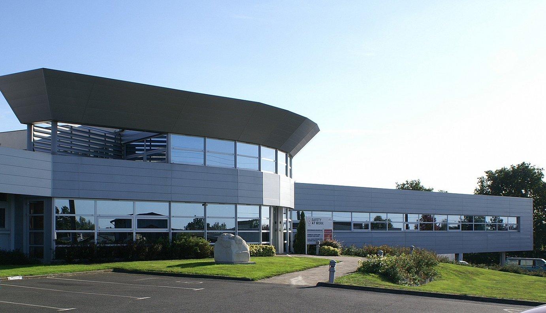 CIE Automotive konpainiaren ACS dibisioaren egoitza Bressuiren, Frantzian.