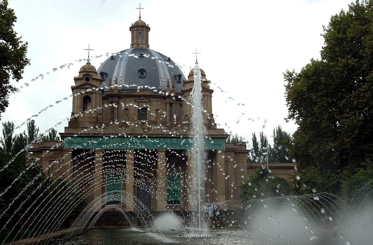 Iruñeko Erorien Monumentua, artxiboko irudi batean.